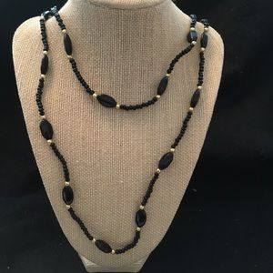 Jewelry - Black &gold beaded necklace